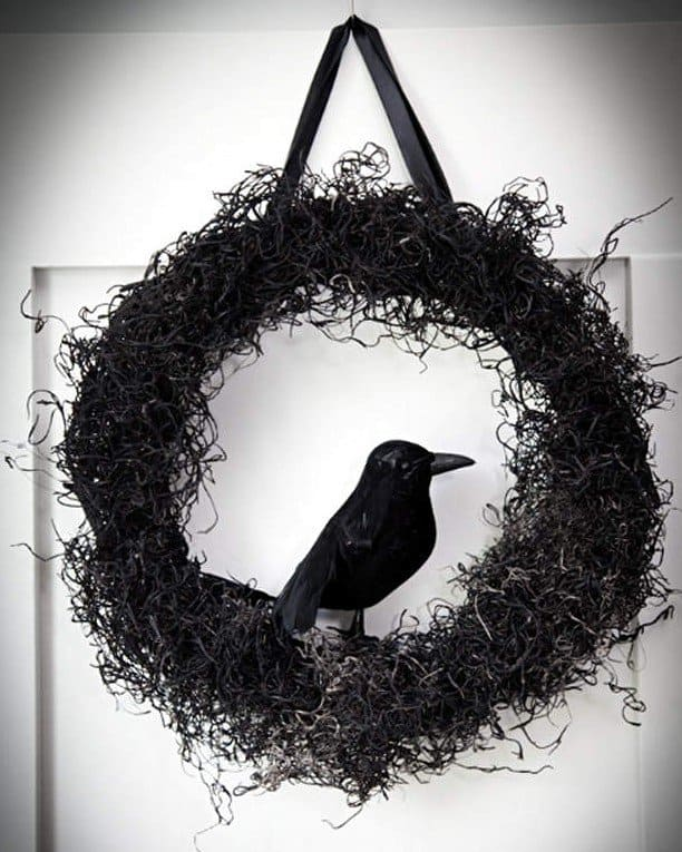 15 Mysterious and Chilling Halloween Wreath Designs To Realize homesthetics halloween decor (3)