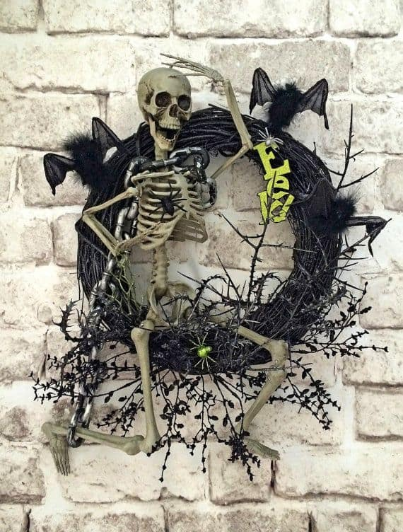 15 Mysterious and Chilling Halloween Wreath Designs To Realize homesthetics halloween decor (8)