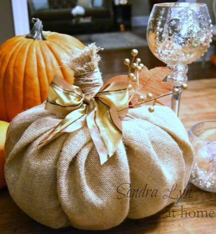 15 Simple Breathtakingly Ingenious and Beautiful Burlap DIY Fall Decor For Your Home homesthetics decor (10)
