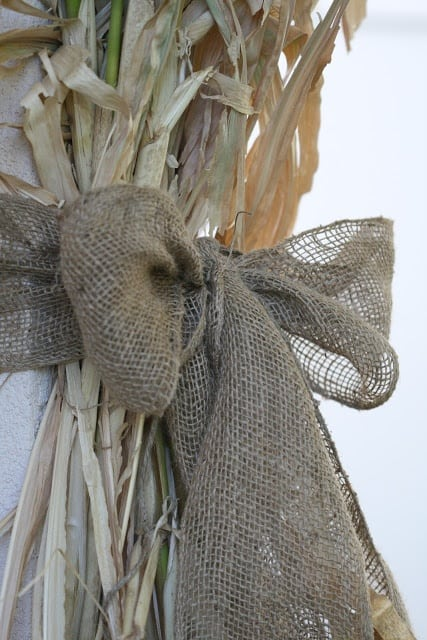 15 Simple Breathtakingly Ingenious and Beautiful Burlap DIY Fall Decor For Your Home homesthetics decor (6)