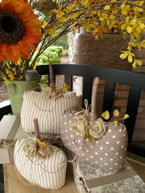 15 Simple Breathtakingly Ingenious and Beautiful Burlap DIY Fall Decor For Your Home homesthetics decor (9)