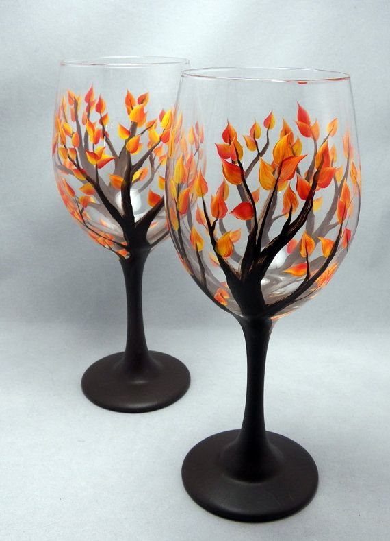 19 painted wine glass ideas to try this season for Hand painted wine glass christmas designs