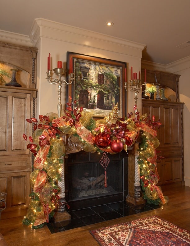 19 mantel christmas decorating ideas to make your home for How to decorate a fireplace for christmas