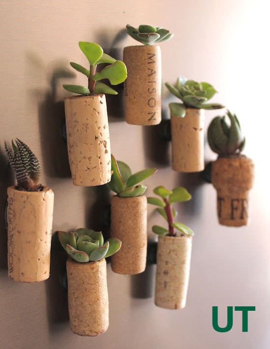 21 Smart DIY Wine Bottle Crafts That Will Beautify Your Household homesthetics decor (3)