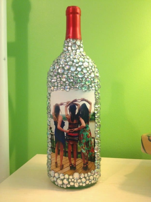 21 Smart DIY Wine Bottle Crafts That Will Beautify Your Household homesthetics decor (7)