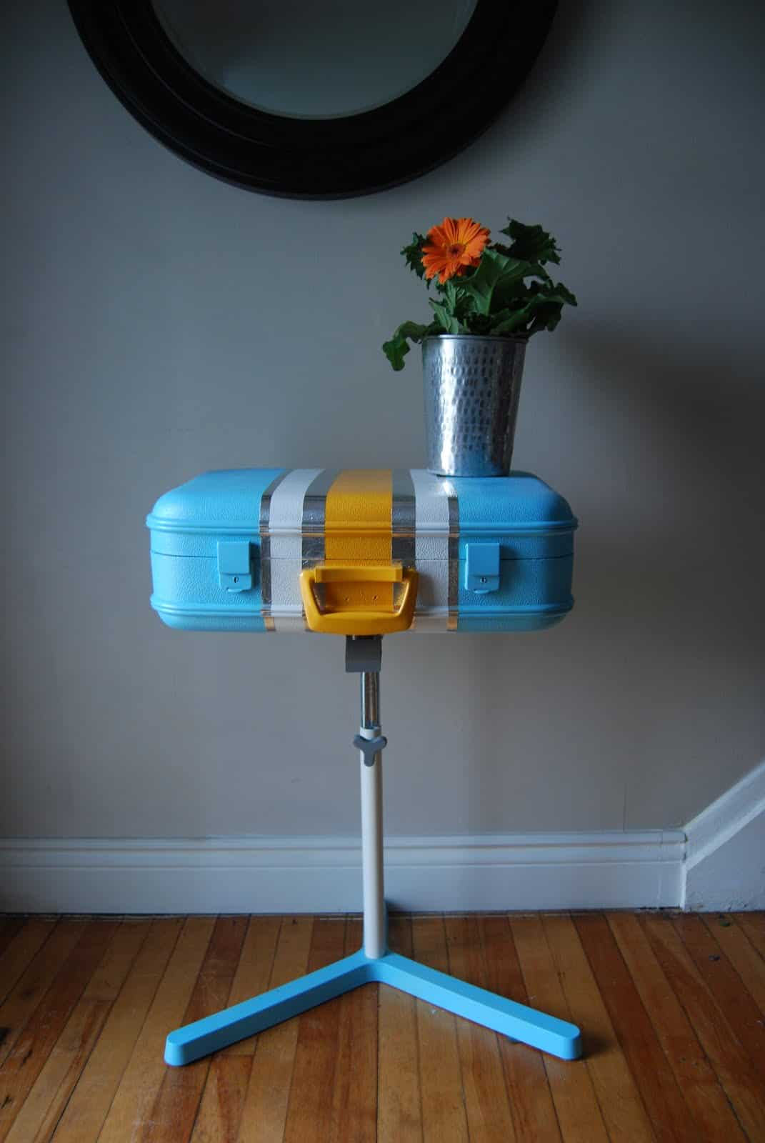 25 Beautifully Creative Ways to Recycle Vintage Suitcases at Home homesthetics decor (23)
