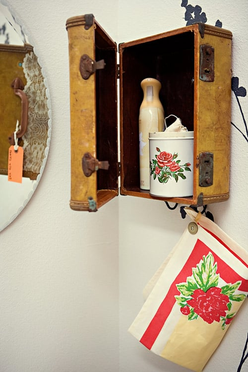 25 Beautifully Creative Ways to Recycle Vintage Suitcases at Home homesthetics decor (24)