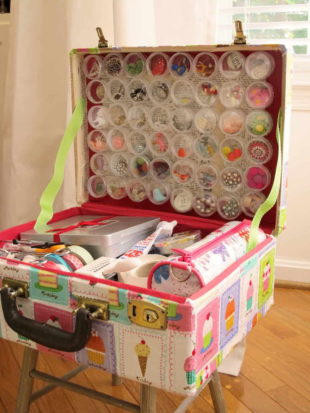 25 Beautifully Creative Ways to Recycle Vintage Suitcases at Home homesthetics decor (6)