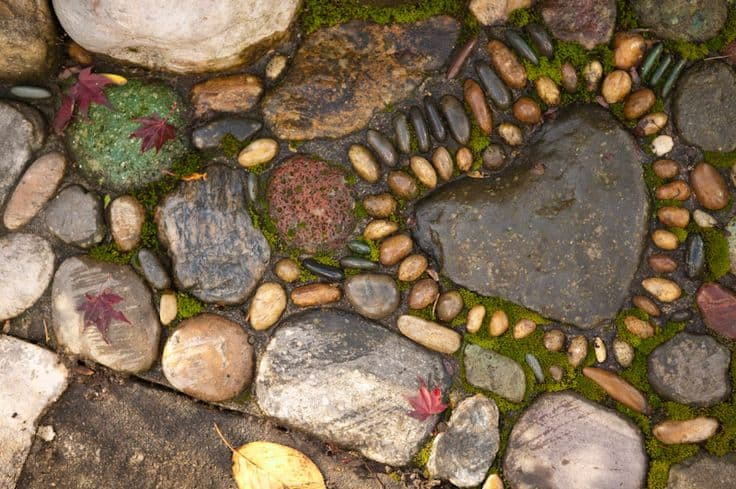 30 Garden Pathway Pebble Mosaic Ideas For Your Home Surroundings (10)