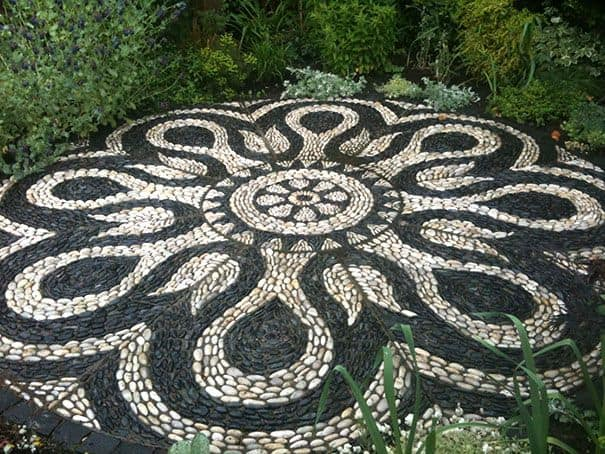 30 Garden Pathway Pebble Mosaic Ideas For Your Home Surroundings (11)