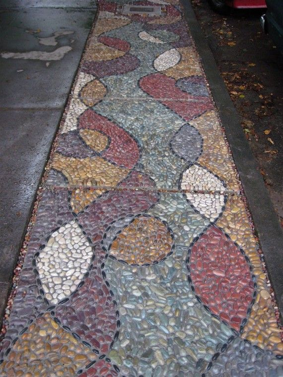 30 Garden Pathway Pebble Mosaic Ideas For Your Home Surroundings (12)