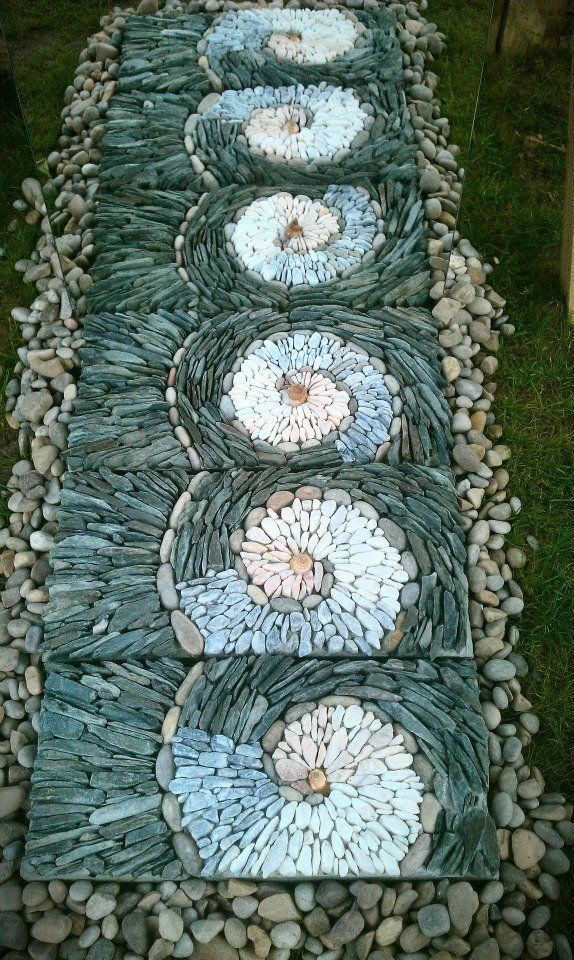 30 Garden Pathway Pebble Mosaic Ideas For Your Home Surroundings (13)