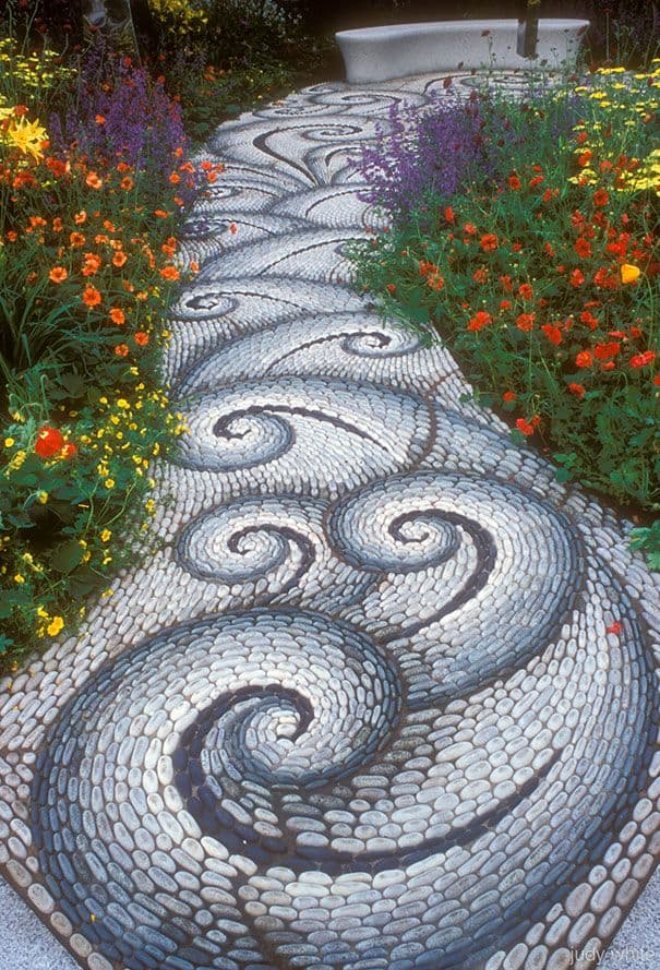 30 Garden Pathway Pebble Mosaic Ideas For Your Home Surroundings (18)