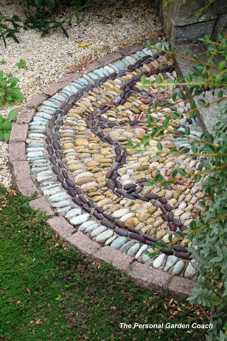 30 Garden Pathway Pebble Mosaic Ideas For Your Home Surroundings (20)