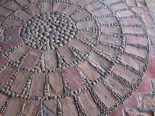 30 Garden Pathway Pebble Mosaic Ideas For Your Home Surroundings (27)