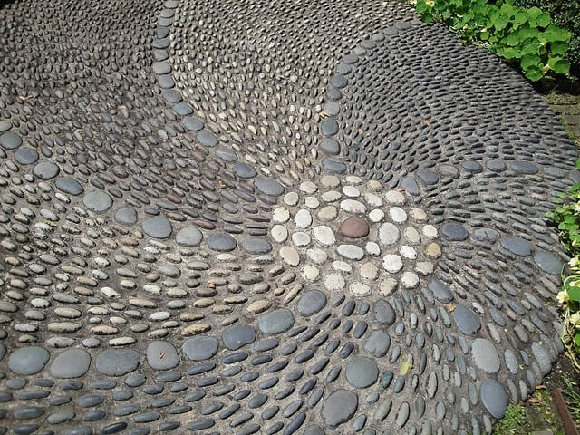30 Garden Pathway Pebble Mosaic Ideas For Your Home Surroundings (28)