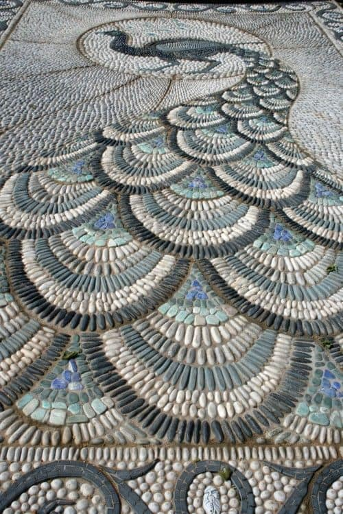 30 Garden Pathway Pebble Mosaic Ideas For Your Home Surroundings (9)