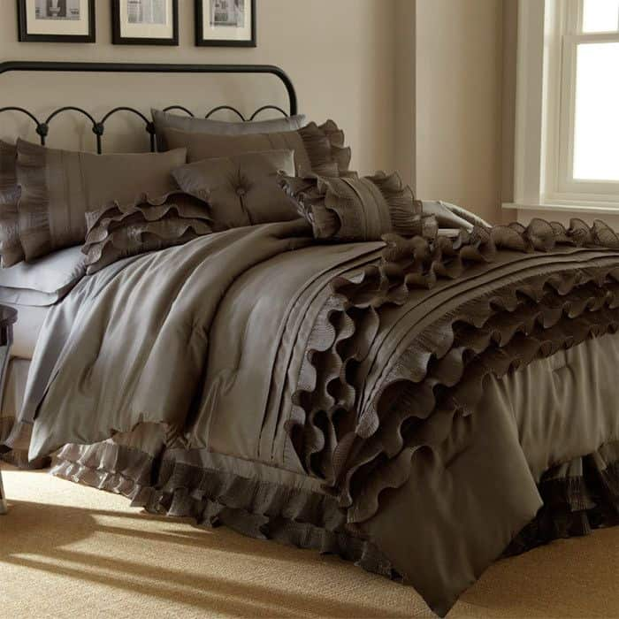30 Of The Most Chic And Elegant Bed Comforter Designs To Choose From When Shopping And To Keep You Warm This Winter (1)