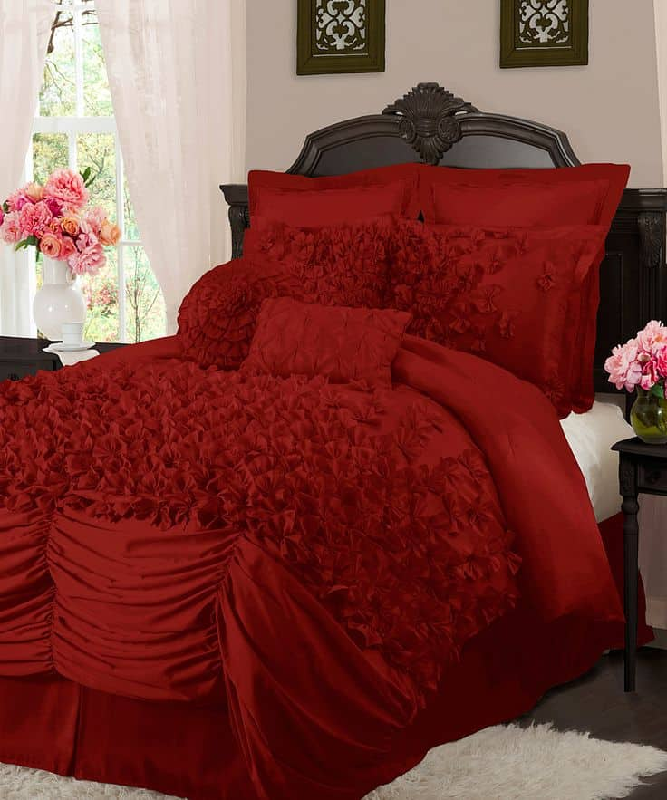 30 Of The Most Chic And Elegant Bed Comforter Designs To Choose From When Shopping And To Keep You Warm This Winter (29)
