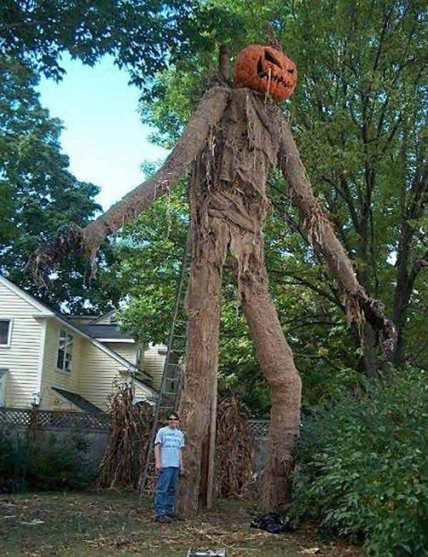 #14 CREATE A GIANT SCARECROW WITH YOUR FRIENDS