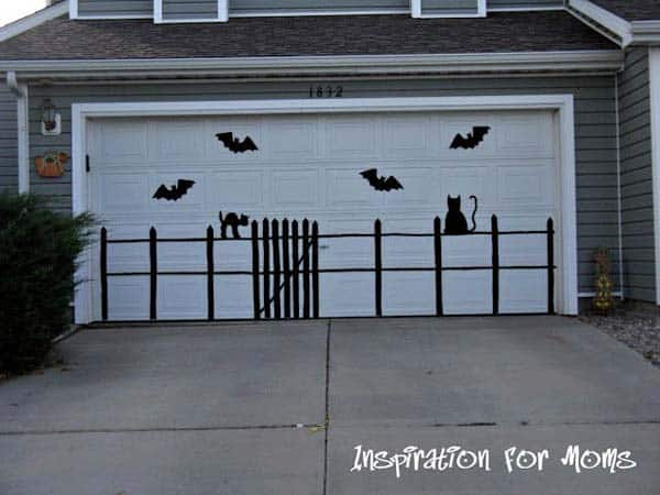 #21 A HALLOWEEN PARTY SHOULD BE EMPHASIZED THROUGH HALLOWEEN DECOR