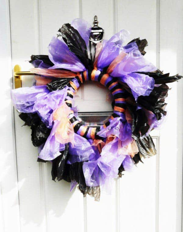 #28 WELCOME YOUR FRIENDS WITH A HALLOWEENISH WREATH