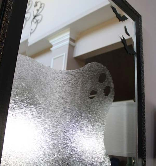 42 super smart last minute diy halloween decorations to realize 32 decorate your mirrors with ghosts bats and spiders solutioingenieria Images