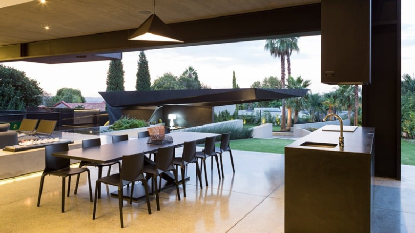 Jaw-dropping Kloof Road House Located In Johannesburg Disrupting Its Surroundings homesthetics modern mansion (12)