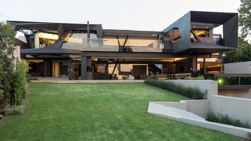 Jaw dropping Kloof Road House Located In Johannesburg Disrupting Its Surroundings homesthetics modern mansion 2