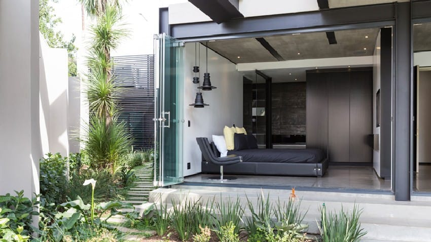 Jaw-dropping Kloof Road House Located In Johannesburg Disrupting Its Surroundings homesthetics modern mansion (3)