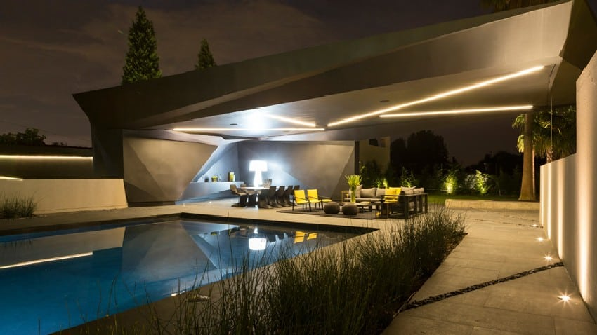 Jaw-dropping Kloof Road House Located In Johannesburg Disrupting Its Surroundings homesthetics modern mansion (8)