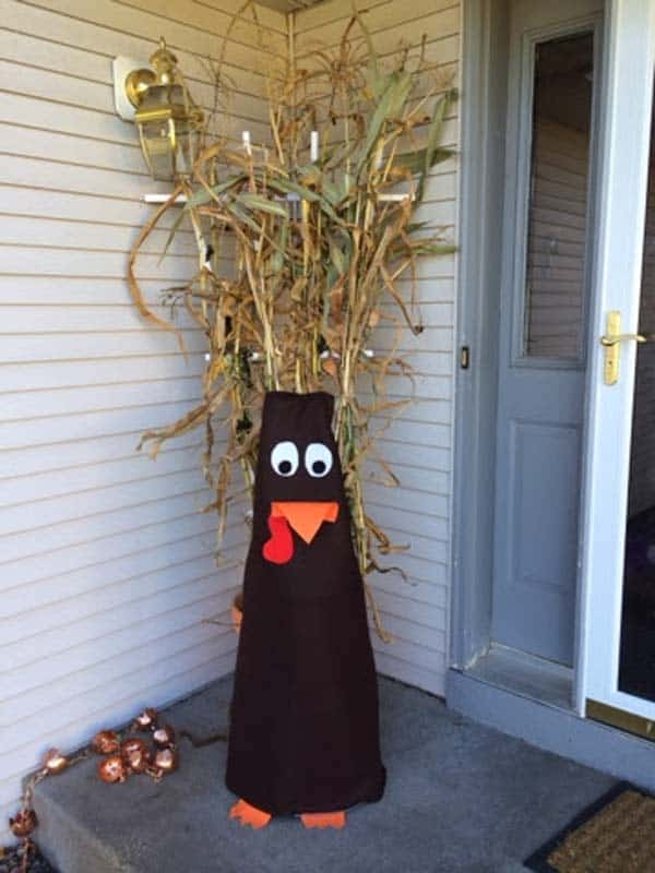 15 Super Smart Last Minute Turkey-Inspired Decor and Crafts For Your Thanksgiving (112)