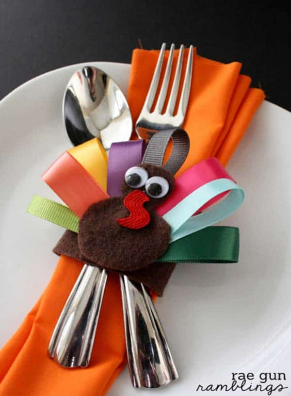 15 Super Smart Last Minute Turkey-Inspired Decor and Crafts For Your Thanksgiving (3)