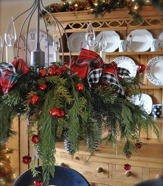 17 Gorgeous Christmas Chandelier For A Yuletide Home Decor (11)