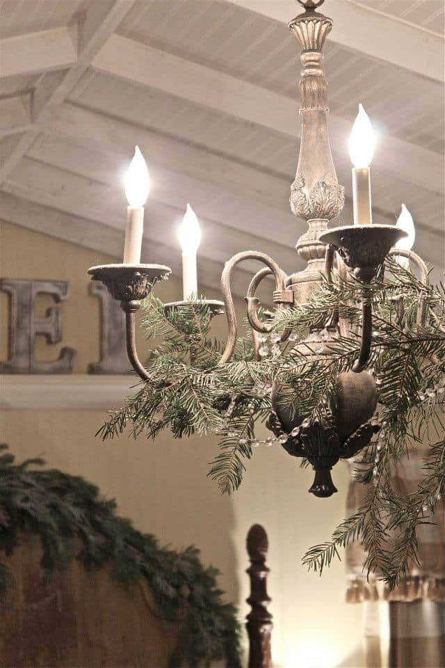 17 Gorgeous Christmas Chandeliers For A Yuletide Home
