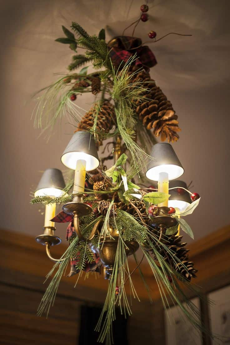 17 Gorgeous Christmas Chandelier For A Yuletide Home Decor (16)
