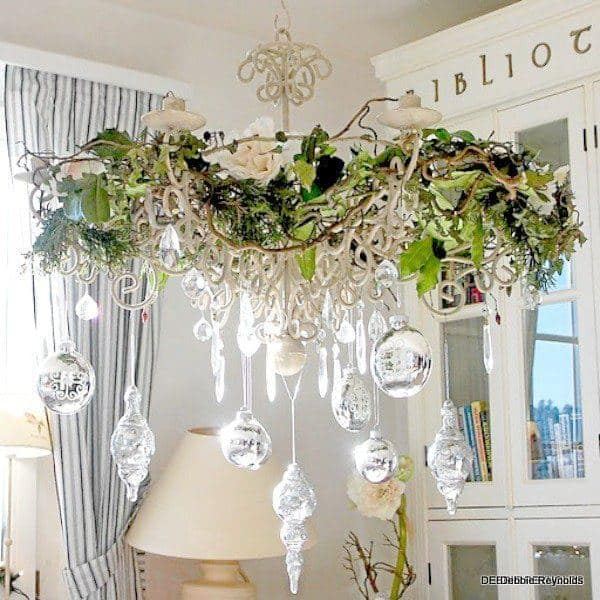 17 gorgeous christmas chandelier for a yuletide home decor 4 - How To Decorate A Chandelier For Christmas