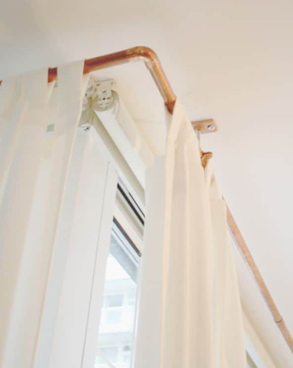 REDO THE LOOK OF YOUR BATHROOM WHEN YOU OPT FOR A COPPER BATHROOM RAILING FOR YOUR SHOWER CURTAINS