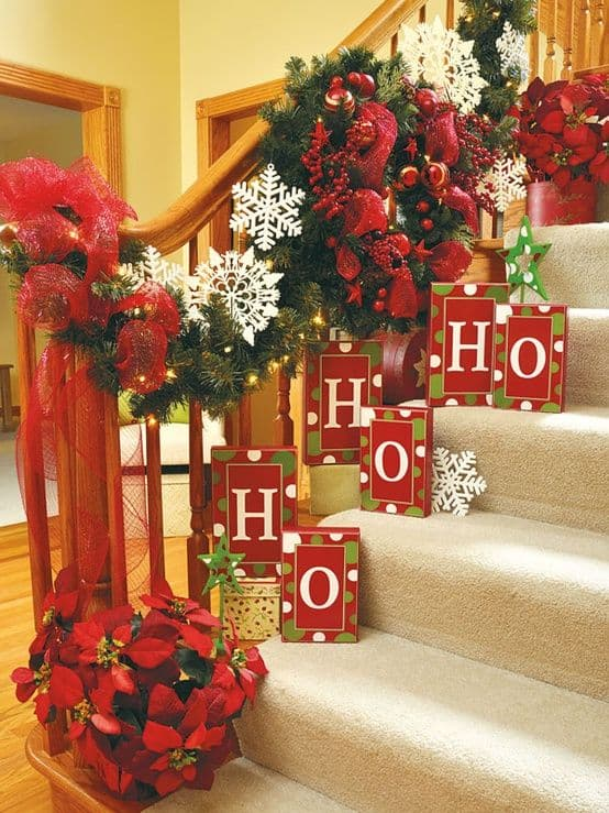 20 Magical And Crafty Ways To Decorate An Indoor Staircase This Christmas (1)