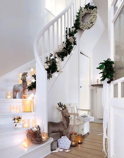 20 Magical And Crafty Ways To Decorate An Indoor Staircase This Christmas (12)