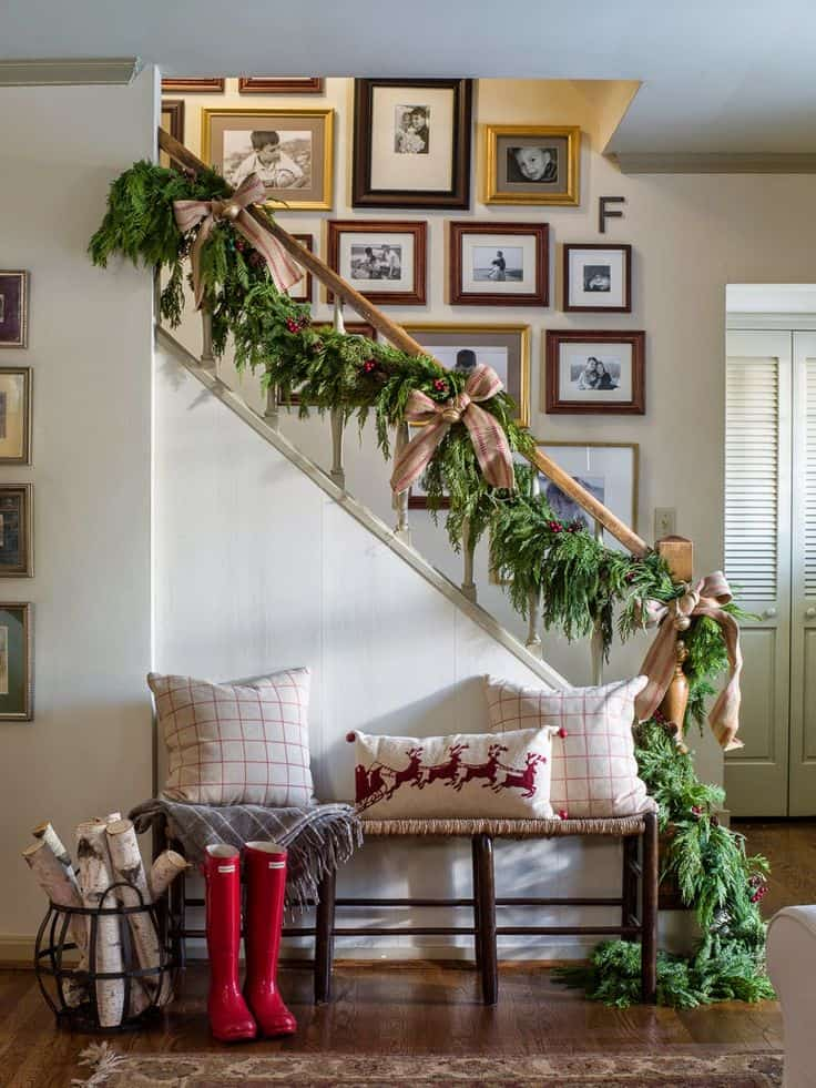 20 magical and crafty ways to decorate an indoor staircase this christmas 18 - Staircase Christmas Decorating Ideas