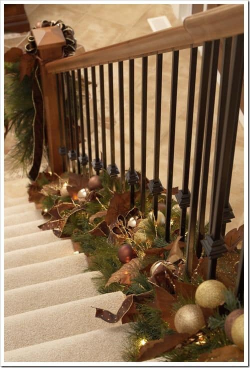 20 Magical And Crafty Ways To Decorate An Indoor Staircase This Christmas (20)