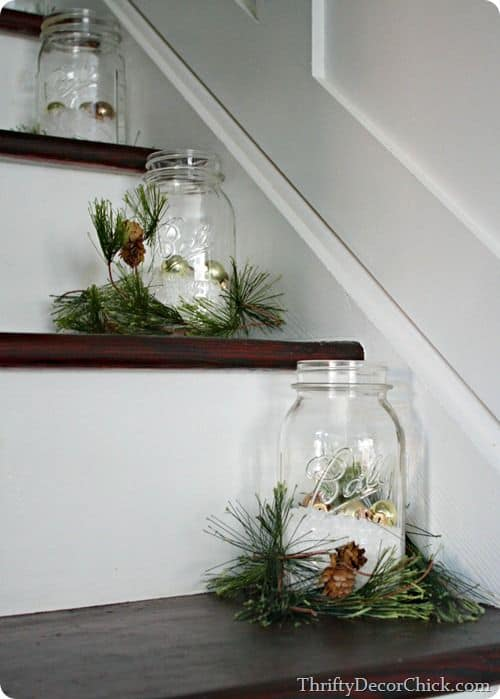 20 Magical And Crafty Ways To Decorate An Indoor Staircase This Christmas (4)