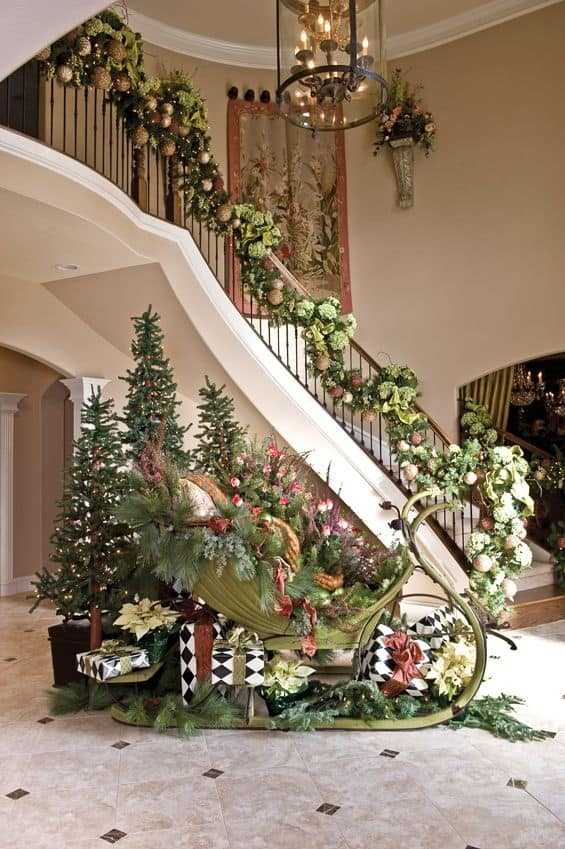 20 Magical And Crafty Ways To Decorate An Indoor Staircase This Christmas (7)