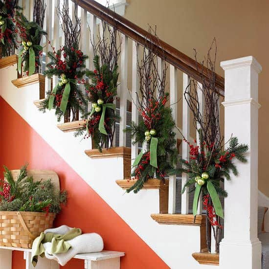 20 Magical And Crafty Ways To Decorate An Indoor Staircase This Christmas (8)