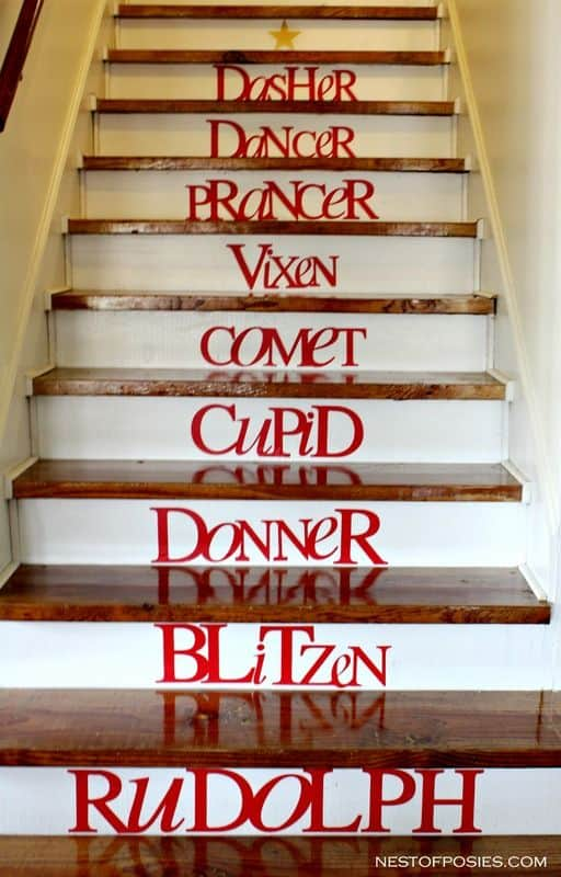 20 Magical And Crafty Ways To Decorate An Indoor Staircase This Christmas (9)