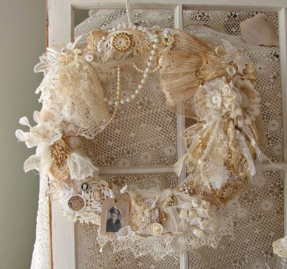 22 versatile shabby chic christmas wreaths that can be for Couronne shabby chic