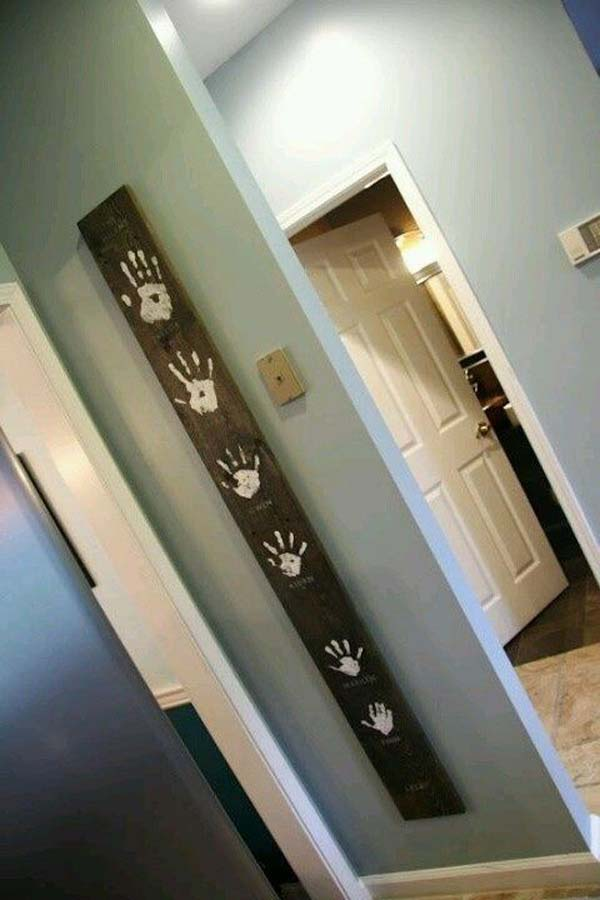 28 Fun and Playful Hand and Footprint Decor Ideas For Happy Families homesthetics fun ideas (13)
