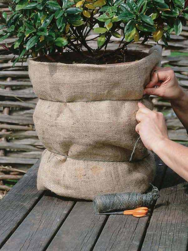 #1 COVER FLOWER POTS WITH BURLAP SACKS FOR A NATURAL TOUCH AND AN INTEGRATED VISION OF YOUR GREEN CORNER