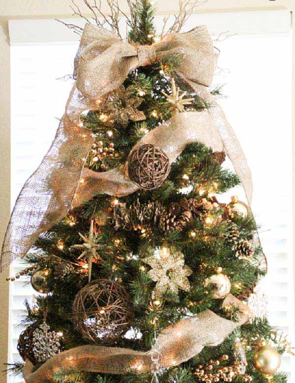 11 christmas tree decorating with gold and coppery hues accentuated by the neutral balanced beige burlap